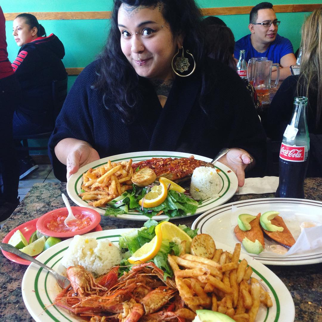 alegrias-seafood-chicago-people-party-32