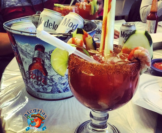 alegrias-seafood-chicago-michelada-1
