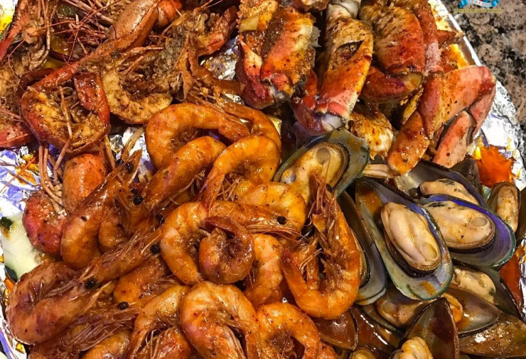 alegrias-seafood-chicago-prawns-crab-legs-mussels-shrimp-charola-mixta-1
