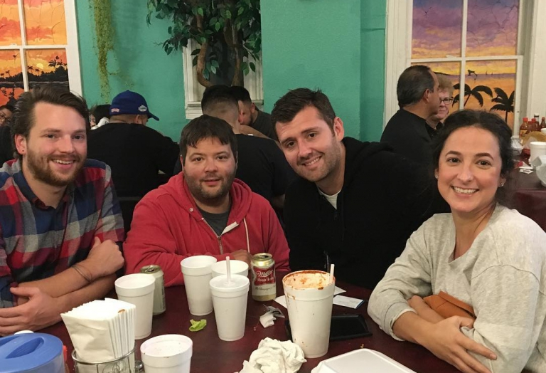 alegrias-seafood-chicago-people-party-10