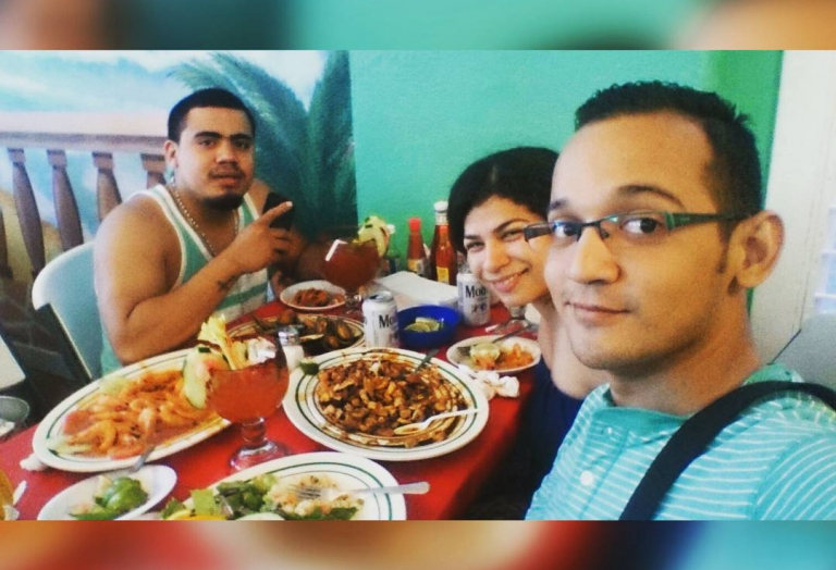 alegrias-seafood-chicago-people-party-40