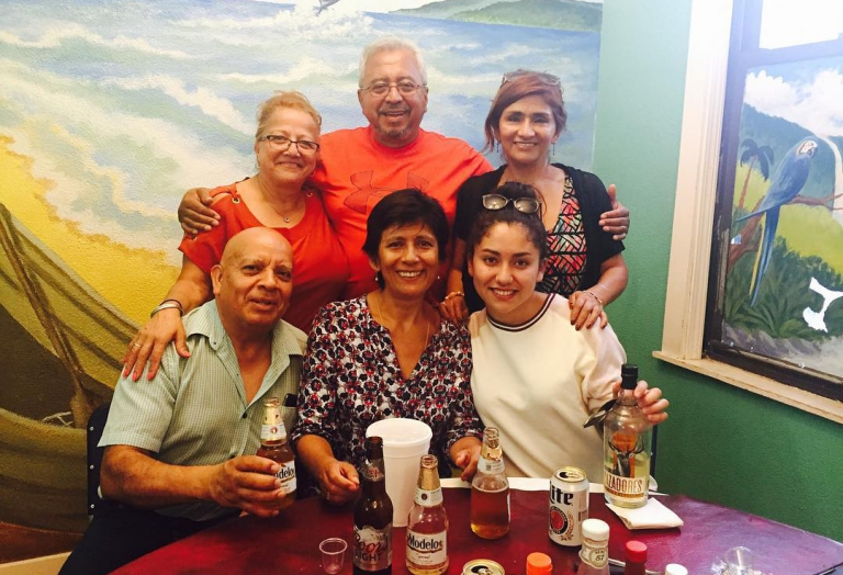 alegrias-seafood-chicago-people-party-4