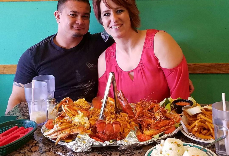 alegrias-seafood-chicago-people-party-7