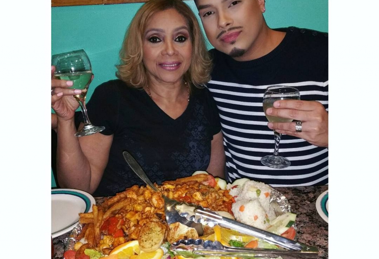alegrias-seafood-chicago-people-party-9